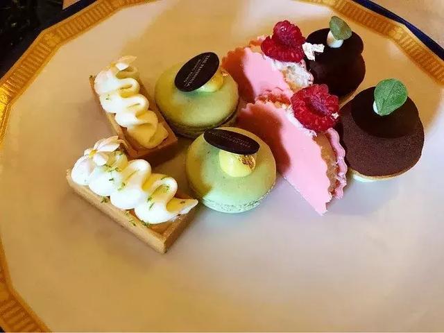 """半岛酒店延续了英国下午茶近一个世纪:""""差""""和""""贵"""""""