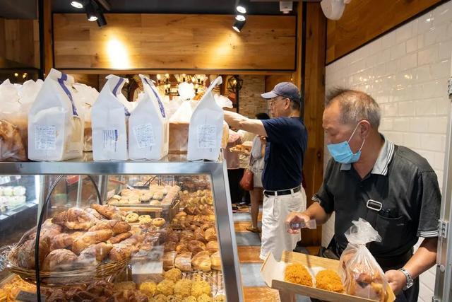 """买回80多种糕点,品尝上海古老的""""民间烘焙"""""""